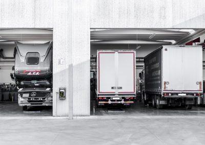 Officina-autorizzata-mercedes-F.lli-Lattanzi-Civitanova-Marche-reparto-truck-2