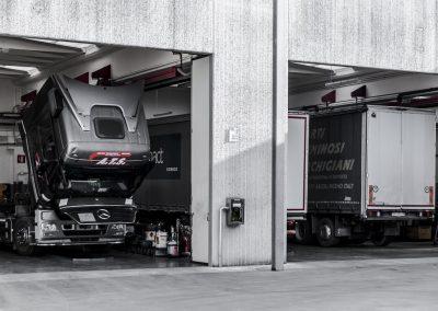 Officina-autorizzata-mercedes-F.lli-Lattanzi-Civitanova-Marche-reparto-truck