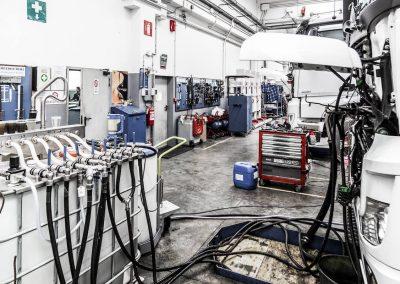 Officina-autorizzata-mercedes-F.lli-Lattanzi-Civitanova-Marche-reparto-truck-strumentazione